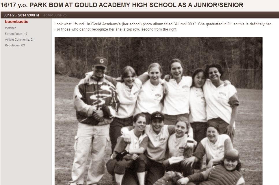 Park Bom (Jenny Park) chụp hình lưu niệm cùng đội bóng thời thơ ấu