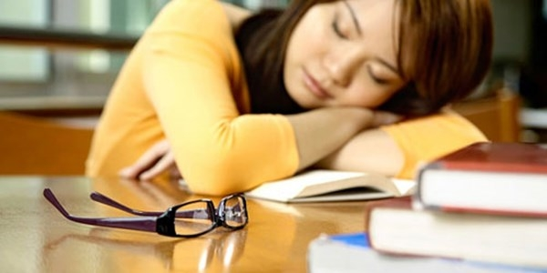 Thiếu ngủ gây thèm ăn dầu mỡ hơn bình thường