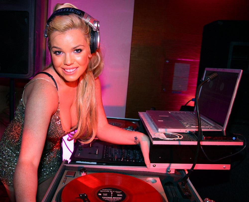 """DJ – người mẫu Playboy Colleen Shannon: """"Thân hình nóng bỏng không ảnh hưởng đến nghề DJ"""""""