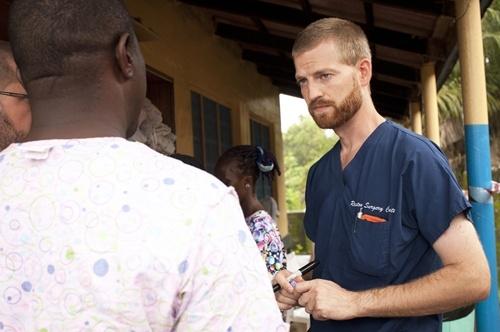 Hành trình giành giật sự sống của bác sĩ nhiễm Ebola