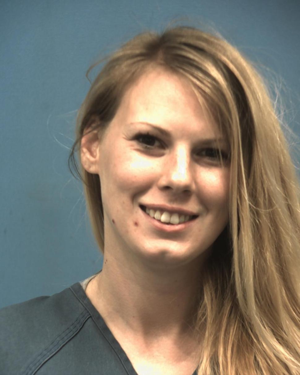 Bất ngờ với cô gái trộm rượu để được vào tù...thăm bạn trai