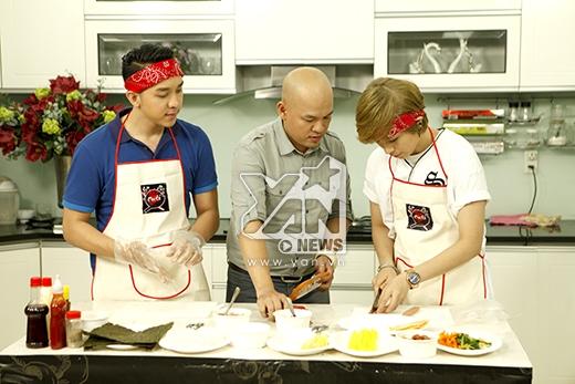 Đầu bếp Alain Nghĩa hướng dẫn cả Lố và Gil làm món Kimbap