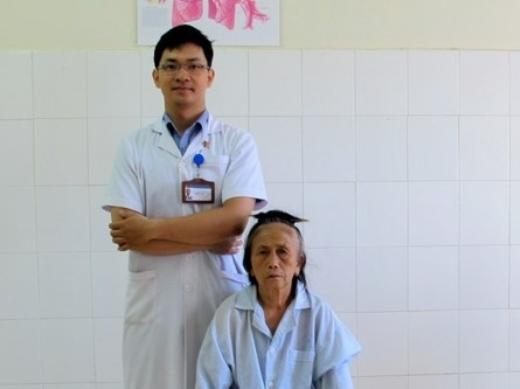 Kinh hoàng lấy được 20 con giòi trong mũi bệnh nhân