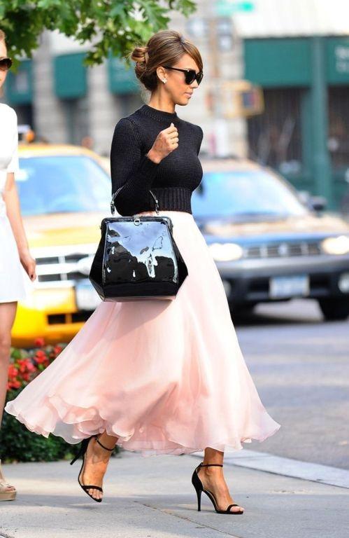 Diện váy hồng xinh như các sao