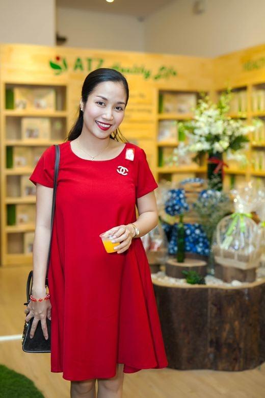 """Trưa qua (1/10), trong sự kiện khai trương một cửa hàng ở Quận 7, Ốc Thanh Vân - ngôi sao của chương trình """"Bước nhảy hoàn vũ Nhí"""" đã xuất hiện vô cùng rạng rỡ."""