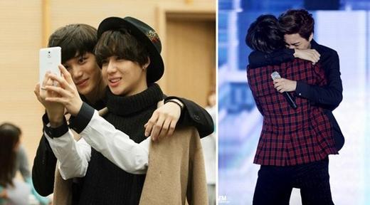 Kai và Taemin là những chàng trai đẹp của SM. Có đôi lúc trông họ như hai anh em sinh đôi vậy. Dù ở hai nhóm nhạc khác nhau, nhưng tình cảm của họ vô cùng thân thiết. Trong những lần đứng chung sân khấu, hai anh chàng không ngại thể hiện tình cảm anh em thân thiết khiến cho nhiều fangirl không khỏi thích thú.