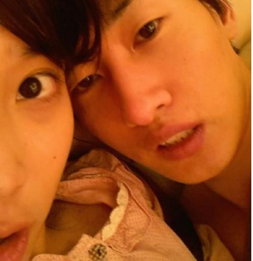 Hình ảnh IU và Eunhyuk khiến nhiều người hoang mang và bất ngờ về quan hệ của họ