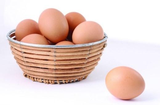 Có rất nhiều lý do để bạn chọn ăn trứng mỗi ngày nhất là vào bữa sáng. Bởi vì, trứng có khả năng chống đói tốt hơn so với bánh mì, bánh bao, ngũ cốc. Protein và chất béo có trong trứng có thể cung cấp năng lượng ổn định cho bạn, khiến bạn có cảm giác no lâu hơn.