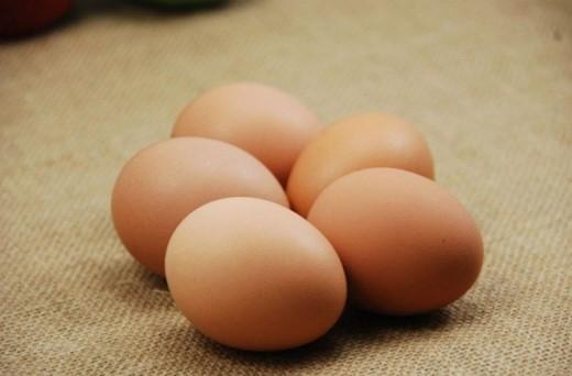 Trứng giúp bạn giảm cân. Các nghiên cứu đã chứng minh, những người ăn sáng bằng trứng sẽ giảm cân dễ dàng hơn những người ăn bánh.