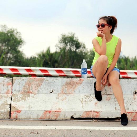 Bù nước nhanh và đủ cho cơ thể sẽ giúp bạn giữ sức trong những chuyến đi dài ngày