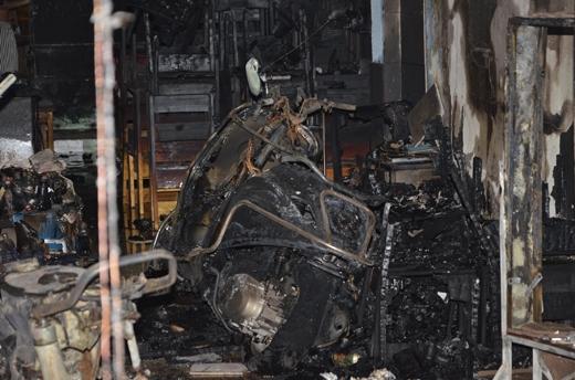 Nhiều xe máy cũng bị cháy trơ khung