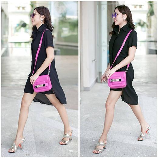 Văn Mai Hương tiếp tục lăng xê mốt váy lấy phom từ áo sơ mi truyền thống nhưng với sự phá cách độc đáo bởi hai tà bất đối xứng. Giày cao gót ánh kim có cấu trúc độc đáo hay chiếc túi đeo chéo tông hồng ngọt ngào tạo nên điểm nhấn khá thú vị cho cả bộ trang phục.