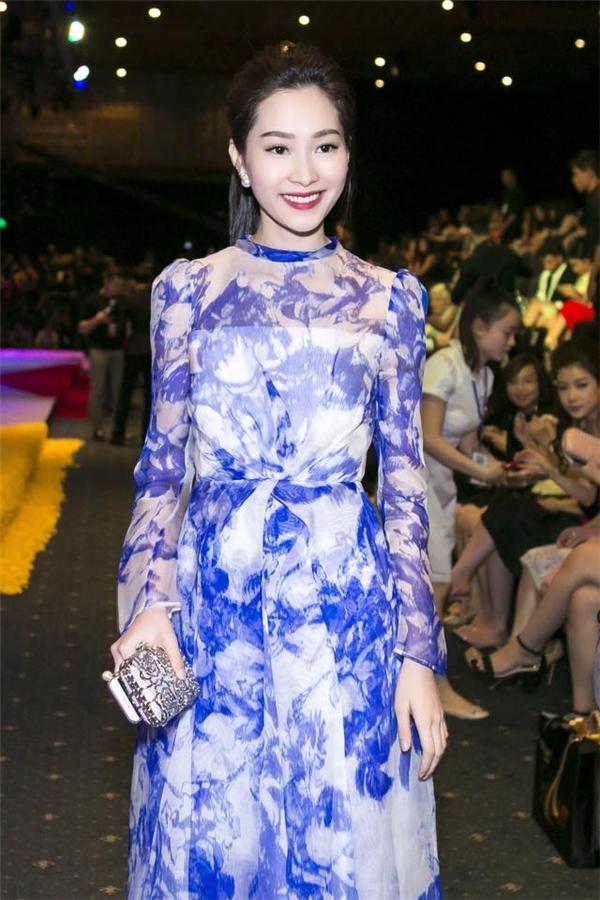 Cận cảnh nhan sắc đẹp như thiên thần của Hoa hậu Việt Nam 2012.