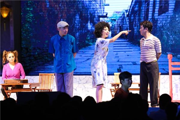 """""""Chàng hề xứ Quảng"""" là liveshow quy tụ những tên tuổi hàng đầu trong làng giải trí Việt hiện nay. - Tin sao Viet - Tin tuc sao Viet - Scandal sao Viet - Tin tuc cua Sao - Tin cua Sao"""