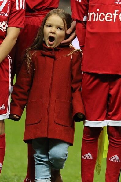 Harper còn quá nhỏ để có hiểu ý nghĩa và tầm quan trọng của trận đấu quyên tiền từ thiện cho Quỹ nhi đồng Liên hiệp quốc (UNICEF).