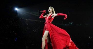 Fan châu Á làm gì để chào đón Taylor Swift?