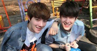Loạt ảnh đời thường đáng ghen tỵ của cặp đôi đồng tính hot nhất Thái Lan