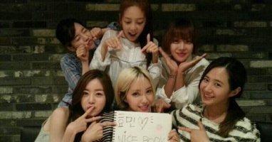"""Hyomin """"tụ tập"""" gia đình Invicible Youth chúc mừng album đầu tay"""
