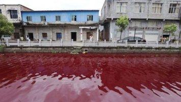"""Hãi hùng dòng sông Trung Quốc hóa """"màu máu người"""" chỉ sau 1 đêm"""