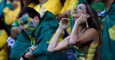 Hàng triệu fan Brazil chết lặng khi đội nhà thua sốc