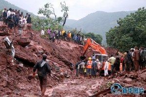 Lở đất kinh hoàng khiến 10 người chết, chôn vùi 150 người