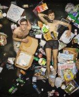 """""""7 ngày sống trong thùng rác"""" sẽ khiến bạn phải suy ngẫm!"""