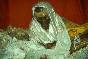 Sự thật kinh hoàng về xác chết 600 năm không phân hủy