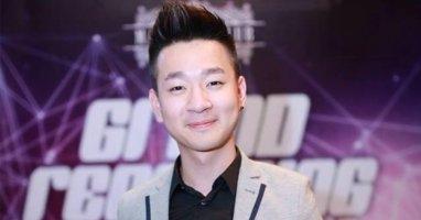 Quán quân Ngôi sao việt Thanh Tùng bị fans hôn tới tấp trong buổi offline