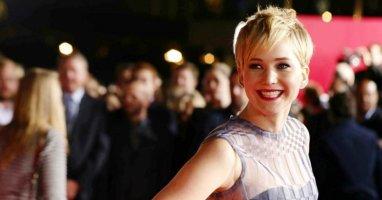 """Tìm hiểu nhanh về """"chuyên gia vồ ếch"""" thảm đỏ Jennifer Lawrence"""