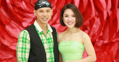 """Bà xã Phan Đinh Tùng khoe dáng đẹp như """"gái còn son"""""""