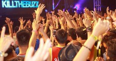 """Chia tay Hardwell, giới trẻ đổ về Hà Nội """"quẩy"""" tại lễ hội Gió mùa"""