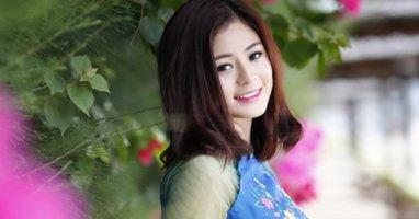 Ngắm 28 mỹ nhân khoe sắc trong tà áo dài cách thân của NTK Thuận Việt