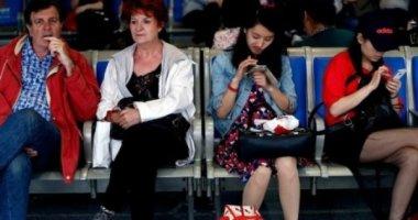 Khác biệt lối sống Á - Âu ở phòng chờ sân bay