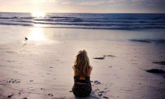 Nhờ biển mang nỗi buồn đi xa