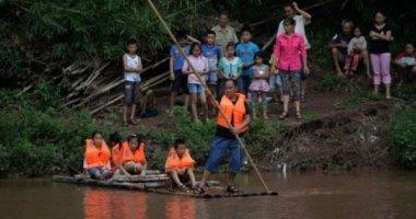 """""""Người lái đò"""" đưa trẻ qua sông đến trường suốt 27 năm"""