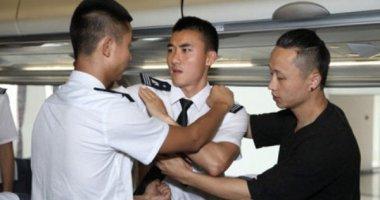 Nữ hành khách xé áo, hành hung nhân viên hàng không