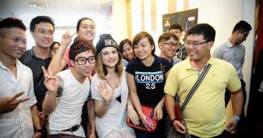 JoJo và DJ Omnia cực thân thiện với khán giả Việt Nam