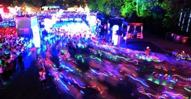 """Đêm """"chạy bộ cùng ánh sáng"""" lần đầu tiên đến Việt Nam"""