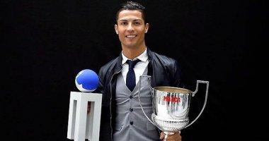 """C.Ronaldo hạnh phúc trong ngày nhận """"cú đúp"""" giải thưởng"""