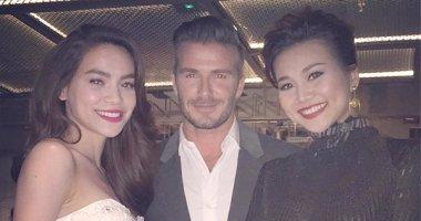 """Hồ Ngọc Hà và Thanh Hằng """"sung sướng"""" khoe hình ăn tối cùng David Beckham"""