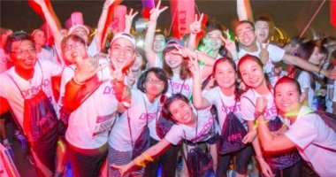 Giới trẻ thích thú với trải nghiệm đêm hội Prisma – The Night Run