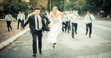 """""""Cười ngất"""" với bộ ảnh kỷ yếu """"đám cưới bá đạo"""" của sinh viên Bách Khoa"""