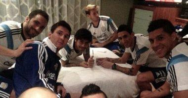 """Messi """"cháy túi"""" trên """"chiếu bạc"""" của ĐTQG Argentina"""