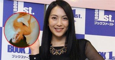 Cựu thành viên Kara táo bạo khoe da thịt trong sách ảnh