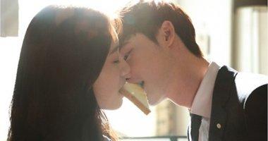 """""""Ngất ngây"""" với nụ hôn bánh của Lee Jong Suk và Park Shin Hye"""