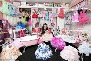 Cô bé 5 tháng tuổi sở hữu tủ đồ hiệu trị giá tiền tỷ