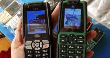 """Điện thoại 600.000 đồng, pin """"xài"""" một tháng bán ở lề đường SG"""