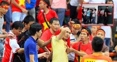 Những hooligan đánh CĐV Việt Nam có thể ngồi tù 2 năm