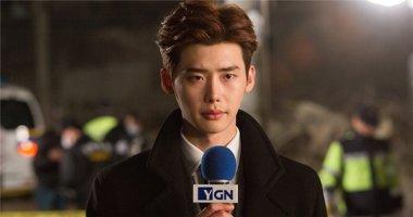 Lee Jong Suk căng thẳng khi quay cảnh làm phóng viên