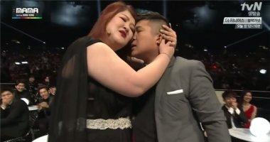 Fan thất vọng vì nụ hôn nhạt nhẽo tại MAMA 2014